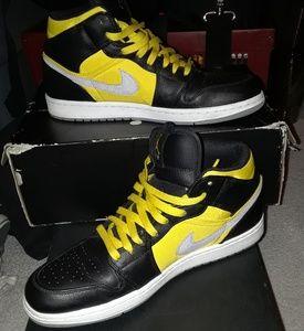 95dc7de108d Jordan Shoes   Mens Air Retro 1 Mid New Love Black Varsity   Poshmark